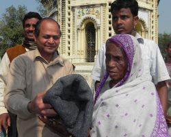 blanket-donation-to-poor-women-organized-by-ngo-in-bankura